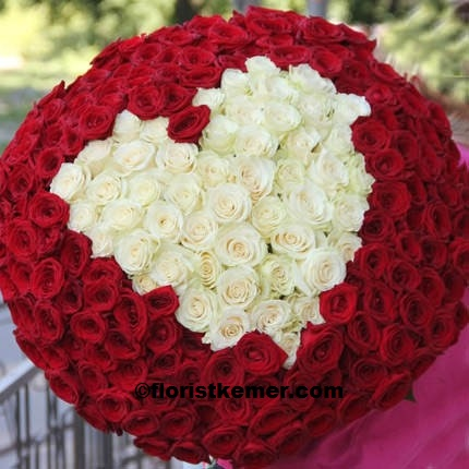 301 pc Red & White Rose Heart Bouquet