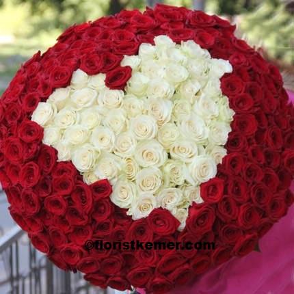 beyaz  lisyantus buketi  301 Kırmızı Beyaz Kalp Gül Buket