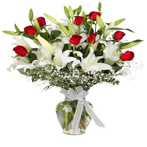 101 beyaz gül buket Vazoda Lilyum & Kırmızı Gül