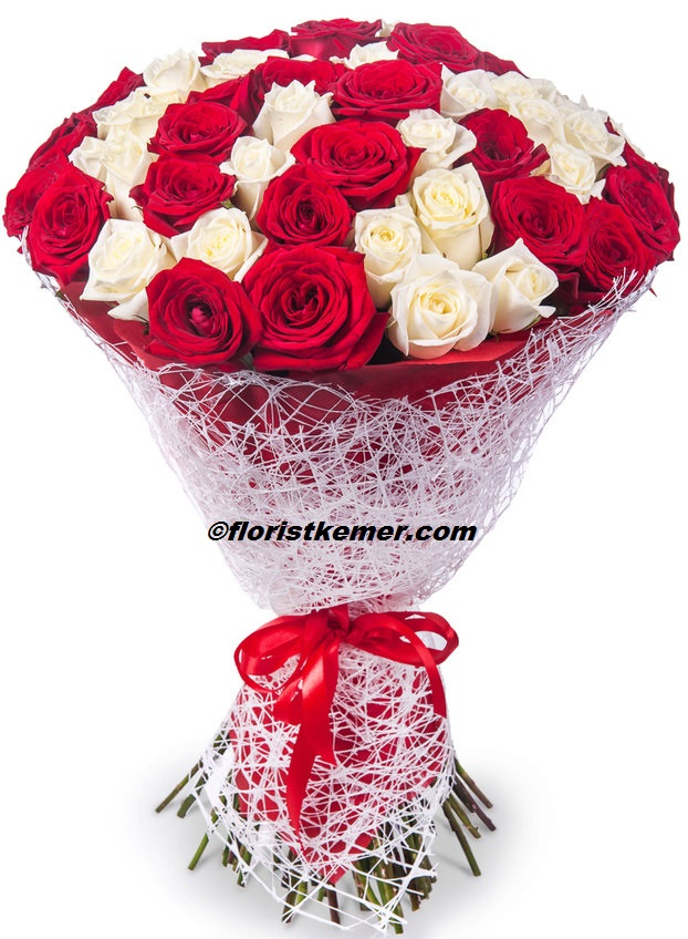 kalp kutu gül & raffaello 51 Adet Kırmızı Beyaz Gül