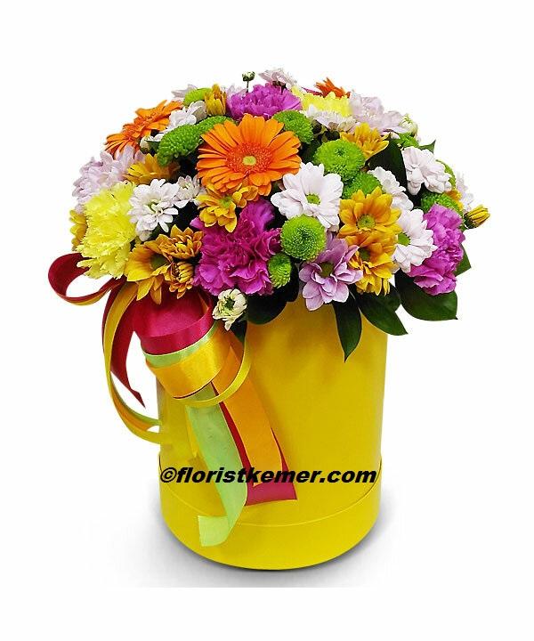 Şık pembe beyaz buket Kutuda Rengarenk Çiçekler
