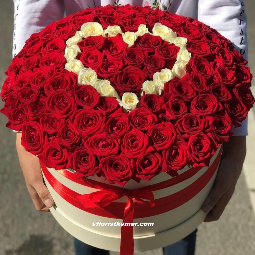 27 kırmızı gül buket Kutuda 101 Gül Kalpli