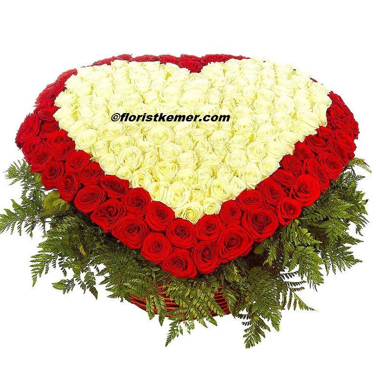 Şık buket Büyük Sepette 351 Kalp Gül