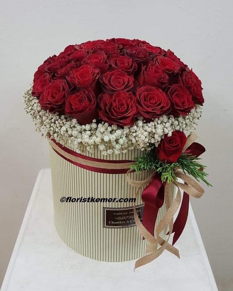 Şık buket astomerya gül Silindir Kutuda Kırmızı Güller